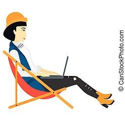 mulher negócio, sentando, em, lounge chaise, com, laptop.