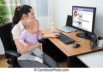 mulher, networking, conversando, local, computador, social, usando