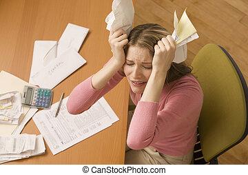 mulher, notas pagando