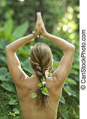 mulher nua, prática, yoga.
