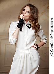 mulher, ouro, cabelo longo, vestido branco