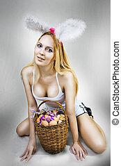 mulher, ovos, cesta, excitado, bunny easter