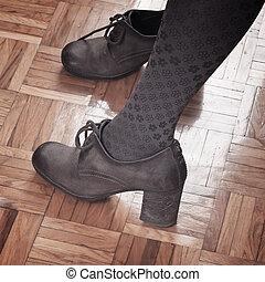 mulher, pés, em, calcanhares altos