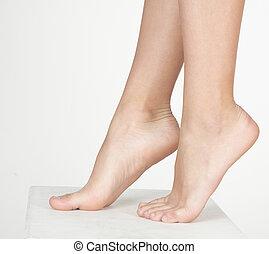mulher, pés nus