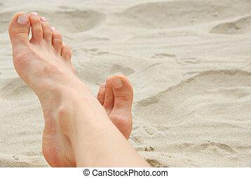 mulher, pés, praia