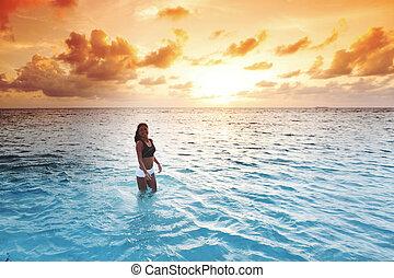 mulher, pôr do sol, mar