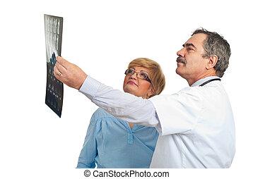 mulher, paciente, doutor, revisão, mri, homem