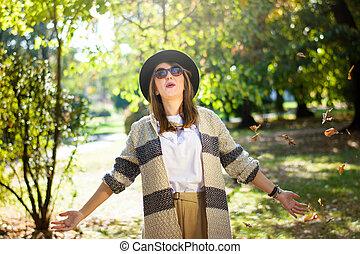 mulher, parque, na moda