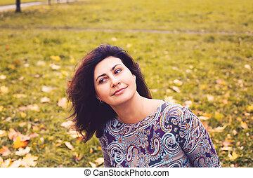 mulher, parque, outono, ao ar livre, retrato, sorrindo