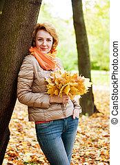 mulher, parque, outono