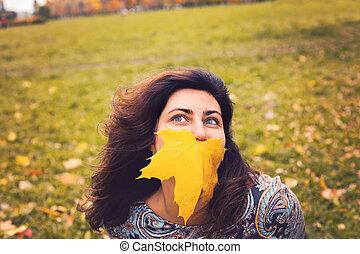 mulher, parque, outono, outono, ao ar livre, retrato
