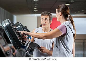 mulher, pedir, aproximadamente, máquinas, em, ginásio