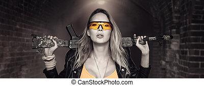 mulher, perigosa, loura, rifle, excitado, automático