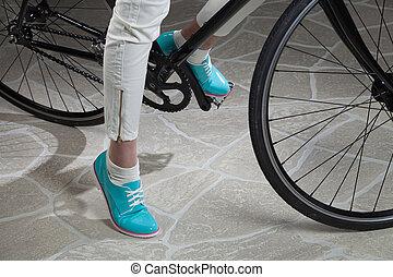 mulher, pernas, e, bicicleta