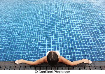 mulher, piscina, sentando