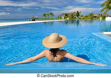 mulher, poolside