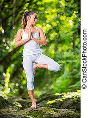 mulher, prática, ioga, em, natureza