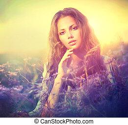 mulher, prado, sensual, flores violetas, mentindo
