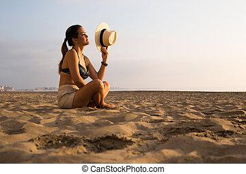 mulher, praia, amanhecer