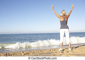 mulher, praia, esticar, condicão física, sênior, roupa