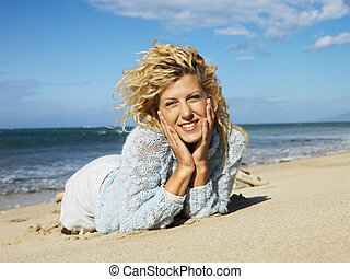 mulher, praia, mentindo