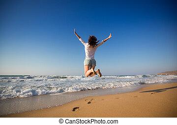 mulher, praia, pular, feliz