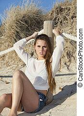 mulher, praia, sentando