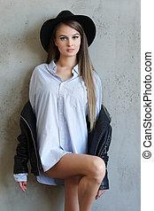 mulher preta, chapéu