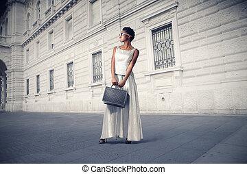 mulher preta, cidade