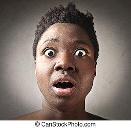mulher preta, surpreendido