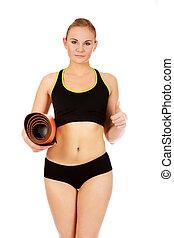 mulher, pronto, para, malhação, com, tapetes ioga, mostrando, polegar cima