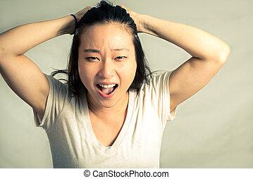 mulher, puxando, dela, cabelo