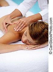 mulher, recebendo, massagem, poolside