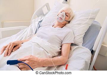 mulher, recuperar, doença, sério, envelhecido, vulnerável
