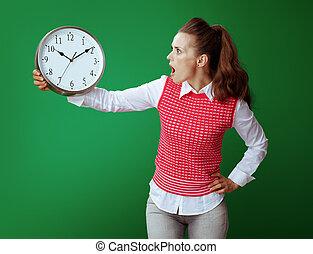 mulher, relógio, learner, isolado, olhar, verde branco, redondo