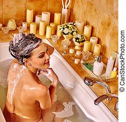 mulher relaxando, casa, bath.