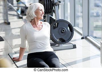 mulher relaxando, encantado, gym., sênior, alegre