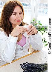mulher relaxando, maduras