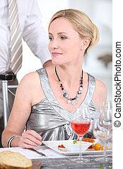 mulher, restaurante