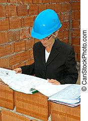 mulher sênior, arquiteta