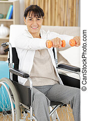 mulher, sênior, dumbbell, cadeira rodas, exercício, executar