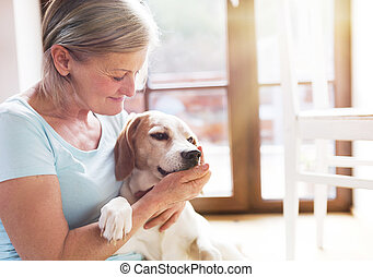 mulher sênior, e, cão