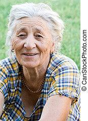 mulher sênior, feliz