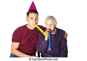 mulher sênior, &, neto, celebrando, aniversário