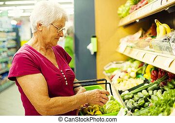 mulher, sênior, supermercado