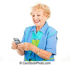 mulher sênior, -, texting, divertimento