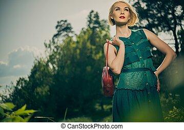 mulher, saco, loura, verde, ao ar livre, vestido vermelho, bonito