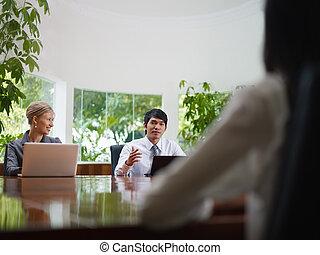mulher, sala, negócio, falando, reunião, homem