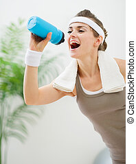 mulher, saudável, malhação, após, água, bebendo