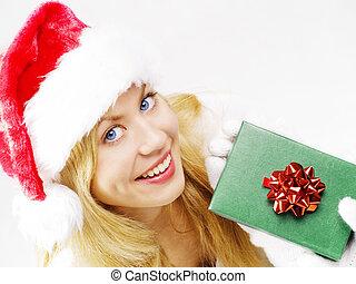 mulher segura, closeup, loura, sorrindo, presente natal, roupas